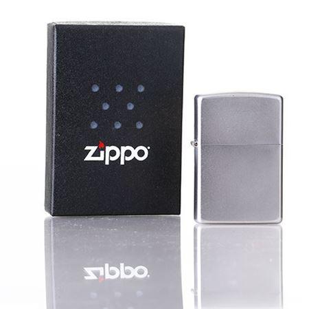 Zippo火机  银色拉丝外观   线条流畅