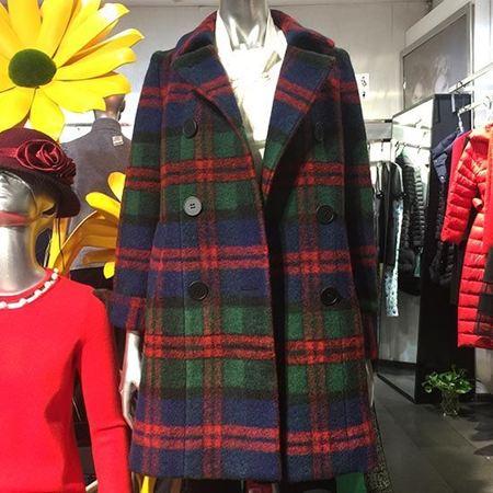 红贝缇冬暖春意系列羊毛大衣D6J4011
